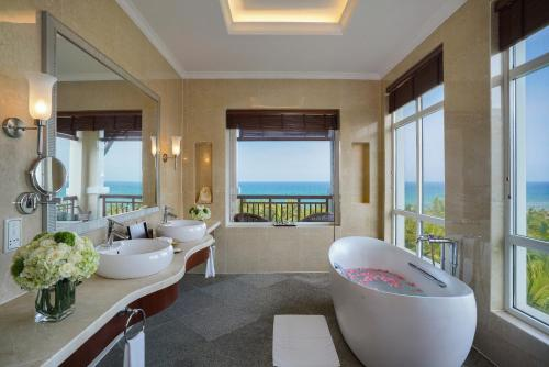 Panoramic View Room King Bed