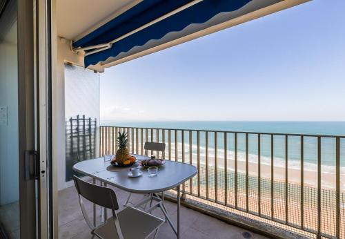 . ONDINE KEYWEEK Apartment with sea view and terrace in Biarritz