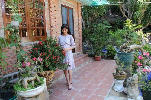 Ann House - Photo 4 of 25