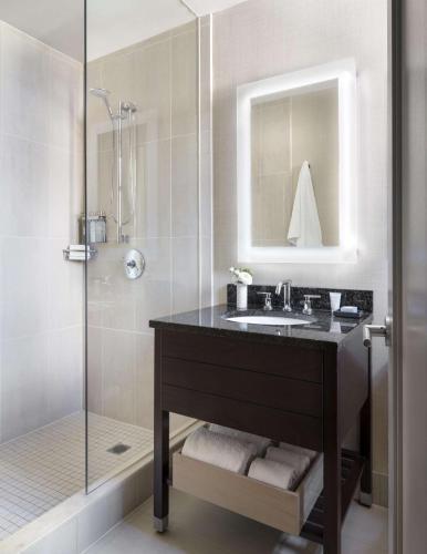 303 Lexington Avenue, Murray Hill, New York, NY 10016, United States.