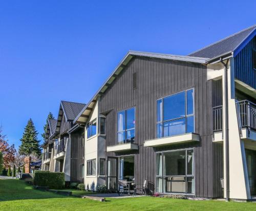 Village Lake Apartments - Accommodation - Hanmer Springs