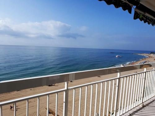 A Hotel Com Apartamento 1ª Linea De Playa Con Terraza Al