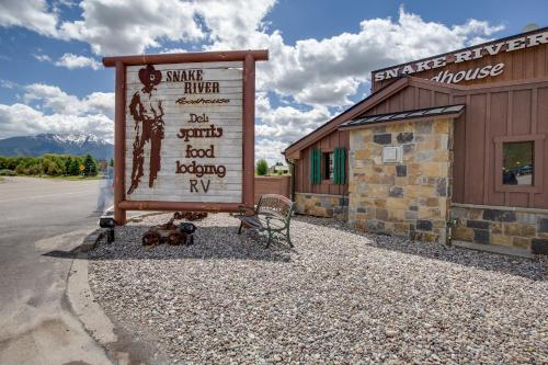 Snake River Roadhouse By Kabino