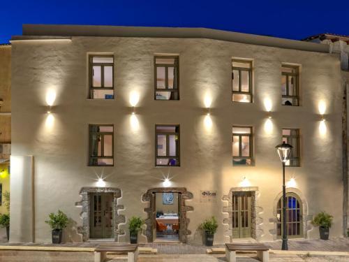 4-6 Portou Fragkiskou, Chania Town, Crete 73131, Greece.