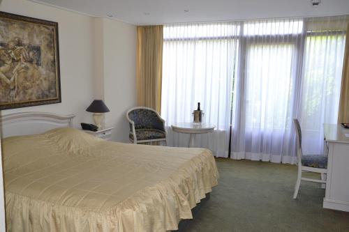 فندق فليتشر - ريستوران هيلو