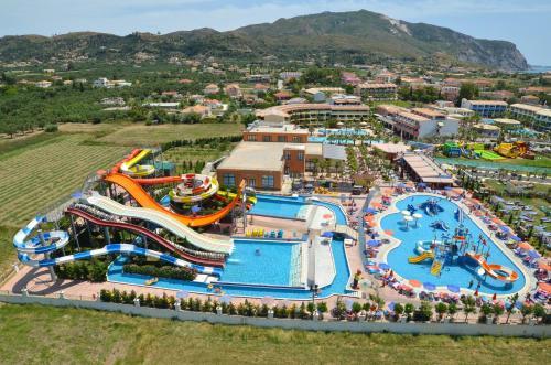 . Caretta Beach Hotel & Waterpark