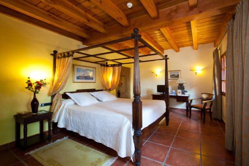 Superior Double Room Hôtel & Spa Etxegana, The Originals Relais (Relais du Silence) 5