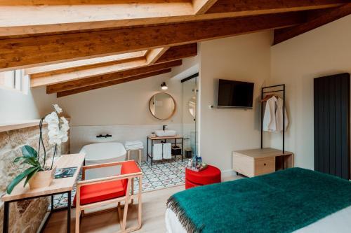 Habitación Doble Deluxe con bañera Palacio Condes de Cirac 1