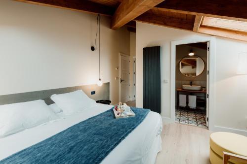 Deluxe Double Room Palacio Condes de Cirac 2