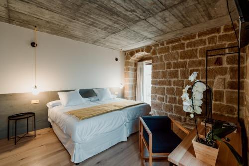 Double Room with Private Bathroom Palacio Condes de Cirac 4