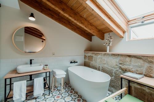 Deluxe Double Room with Bath Palacio Condes de Cirac 6