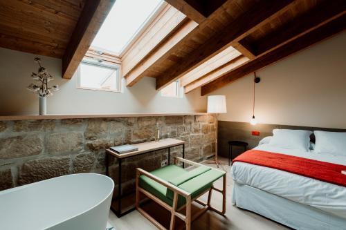 Deluxe Double Room with Bath Palacio Condes de Cirac 4
