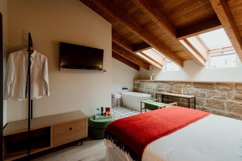 Deluxe Double Room with Bath Palacio Condes de Cirac 3