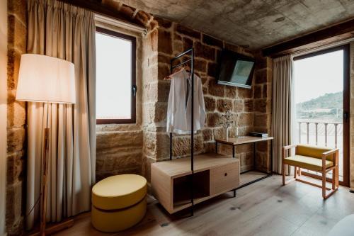 Twin Room with Private Bathroom Palacio Condes de Cirac 4