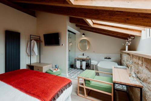 Deluxe Double Room with Bath Palacio Condes de Cirac 1