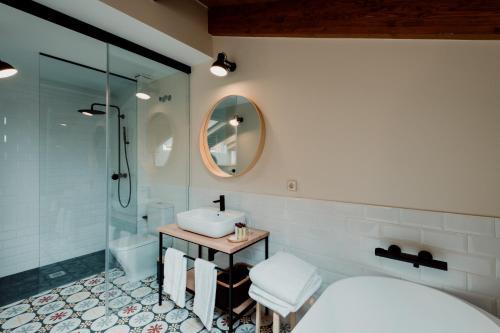 Deluxe Double Room with Bath Palacio Condes de Cirac 5