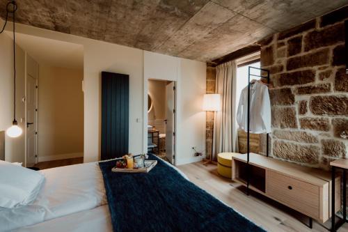 Twin Room with Private Bathroom Palacio Condes de Cirac 1