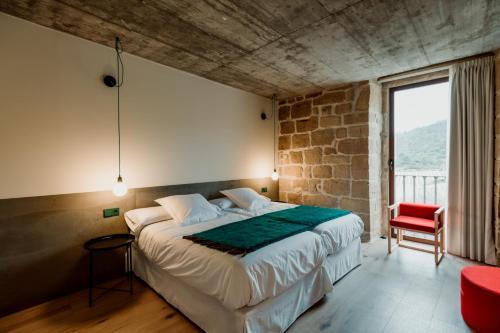 Twin Room with Private Bathroom Palacio Condes de Cirac 3