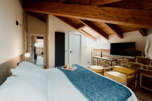 Deluxe Double Room Palacio Condes de Cirac 1