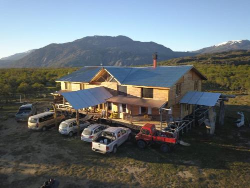 Lago Cinco Lodge - Accommodation - Río Pico