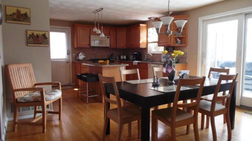 W537 Grunza Home, Washington