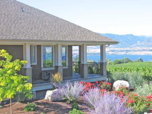 Monashee B&B; A Naramata Bench Vineyard Retreat