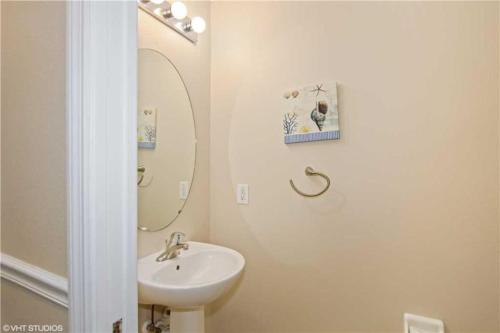 Beautiful 7 Bedroom Emerald Island Resort Pool Home Main image 2