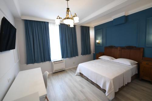 . Promenade Hotel
