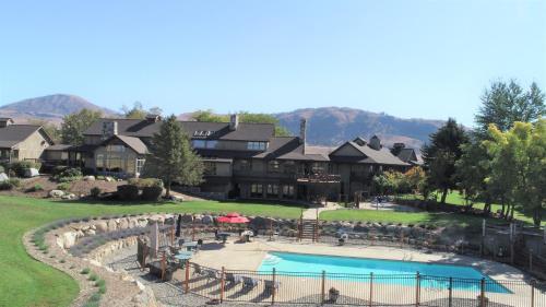 . Twisp Terrace Lodge