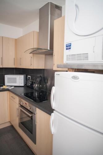 Quire Court Apartment - Photo 8 of 245