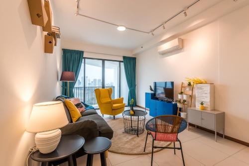 Summertime Landmark Suites