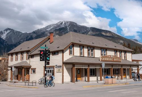 Canmore Hotel Hostel (Bed and Breakfast)