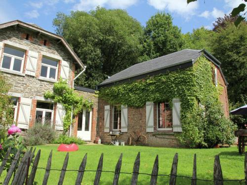 . Spacious Cottage in Namur with Backyard and Large Garden