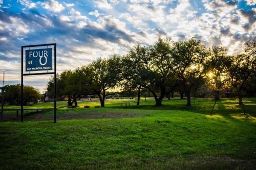 Four-O Ranch - Accommodation - San Marcos