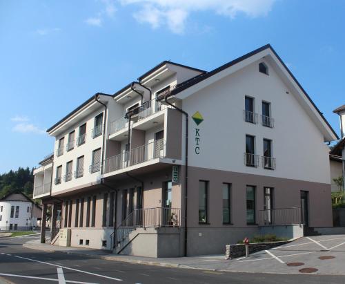 . Hotel Oskar