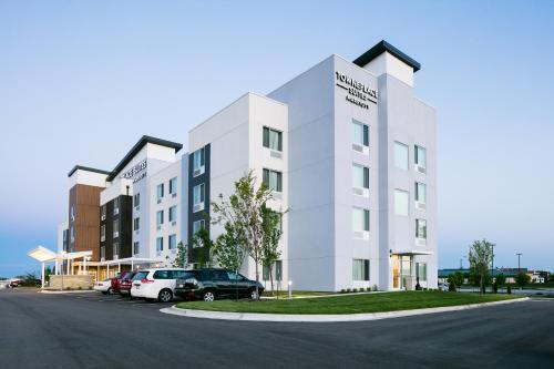 . TownePlace Suites by Marriott Kansas City Airport