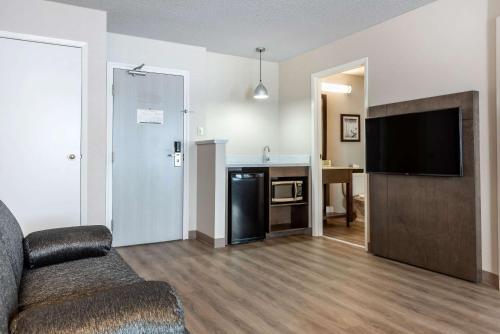 Quality Suites Quebec City - Photo 8 of 33