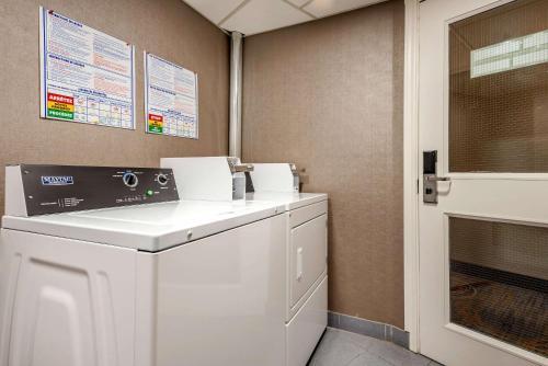 Quality Suites Quebec City - Photo 7 of 33