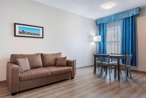 Quality Suites Quebec City - Photo 4 of 33