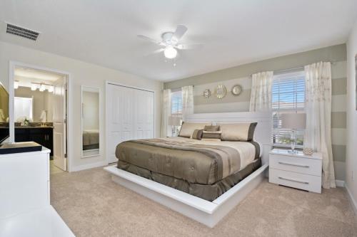 4 bedroom villa, accommodates 10 guests Main image 2