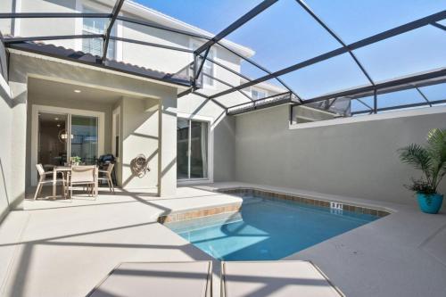 4 bedroom villa, accommodates 10 guests Main image 1