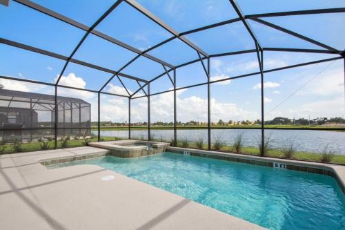 Beautiful 6 bedroom, 5 minutes from Disney parks Main image 2