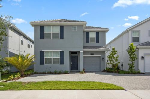 Beautiful 6 bedroom, 5 minutes from Disney parks Main image 1