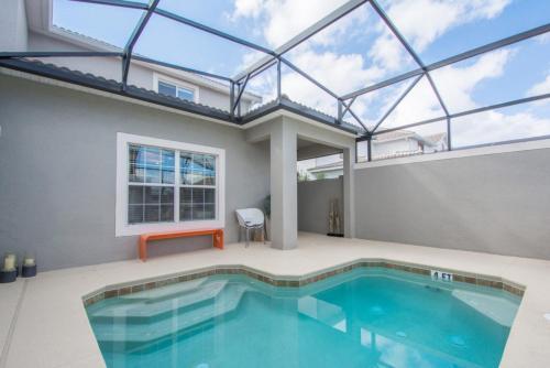 Luxury 5 Bedrooms villa at Storey Lake Main image 1