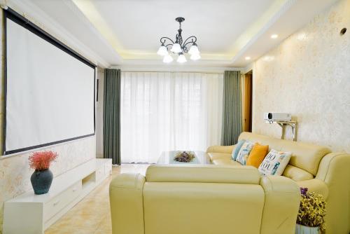 . 『Huaji』Apartment in American Pastoral