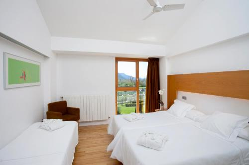 Double Room with Extra Bed (2 Adults + 1 Child) Tierra de Biescas 23