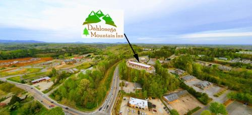 . Dahlonega Mountain Inn