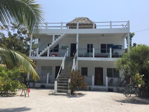 . La Sirena Guesthouse