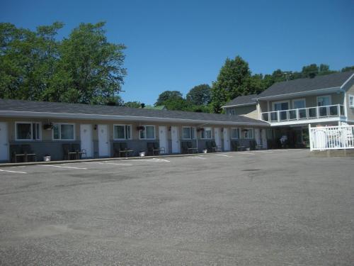 Motel Chevalier - Photo 6 of 42