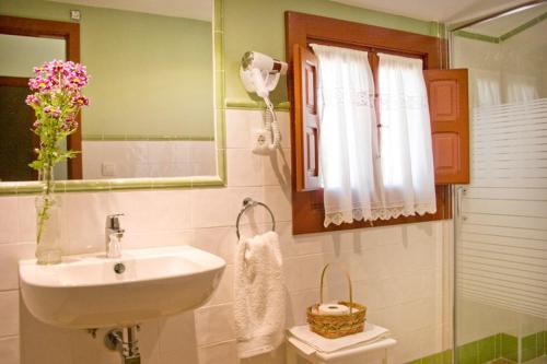 Three-Bedroom Apartment (6 Adults) - single occupancy Hotel Rural El Molino de Felipe 6